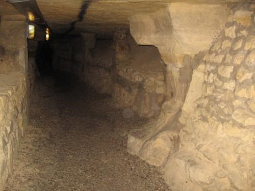 secrets de paris,visiter catacombes,visite guidees,balade a paris,histoire de paris sous terre,thomas dufresne,balade a pied paris,visite paris,paris insolite,paris underground,